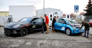 Posto de recarga rápida de carros elétricos BMW e Porsche
