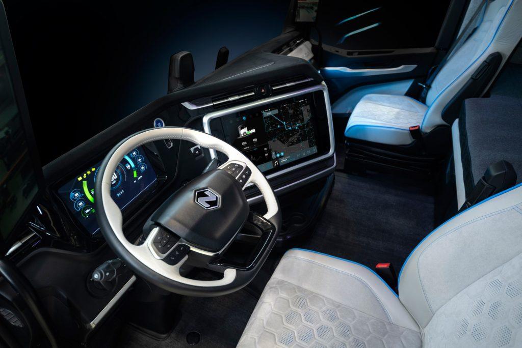 Interior do Caminhão Elétrico da Iveco / Nikola